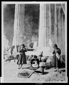 Refugees in front of the ruins of the temple of Theseus (1922)